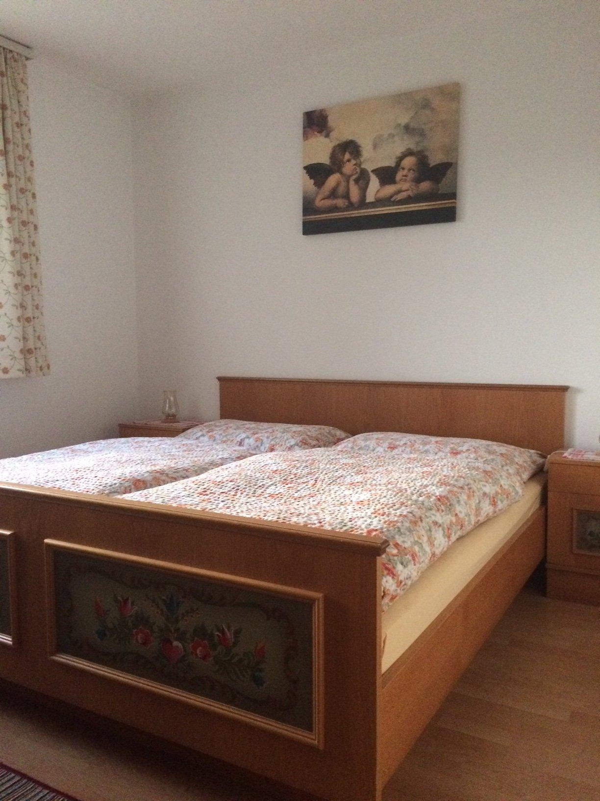 Schlafzimmer 1 2